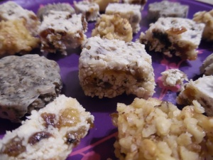 Sesame seed raisin squares (raw)