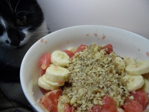 Grapefruit, banana and walnut salad